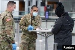 ABD'de Ulusal Muhafızlar aşılama çalışmalarına destek veriyor.