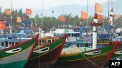 Tàu đánh cá Việt Nam