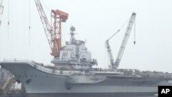 中國官方首次發表航母的說法﹐有關航母四月中曾經停靠遼寧的大連港。