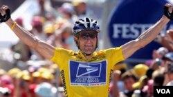 Beberapa perusahaan besar, termasuk Nike dan Anheuser-Busch telah mundur sebagai sponsor pebalap sepeda Lance Armstrong (foto: dok).