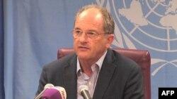 David Shearer, représentant spécial du Secrétaire général des Nations unies, donne une conférence de presse sur le cas des deux pilotes kenyans, à Juba, le 24 janvier 2018.