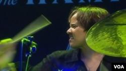 Para peneliti di Universitas California menggunakan irama musik drum untuk meneliti dampaknya pada penderita penyakit syaraf (foto: ilustrasi).
