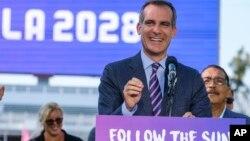 2017年7月31日,洛杉磯市長(演講者)、市議員和運動員歡迎2028奧運會。