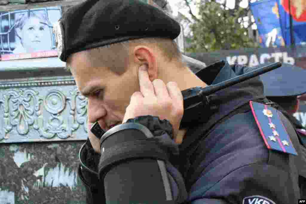 Все подходы к зданию Печерского районного суда Киева перекрыты милицией
