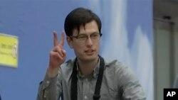 Австралийский студент Алек Сигли в аэропорту Пекина после освобождения из северокорейской тюрьмы, 4 июля 2019 года