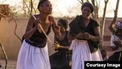 Kwesinye isikhathi izulu licelwa ezabelweni endaweni ezibizwa ngokuthi ngamadaka. (Photo: Butholezwe Kgosi Nyathi)
