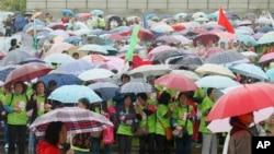 在上海一处公园举行的提高防治乳腺癌意识的慈善跑步活动.(2014年5月10日)