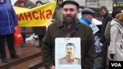 俄羅斯共產黨集會上的斯大林支持者。(美國之音白樺拍攝)