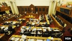 Parlemen Hong Kong harus berdebat selama 40 jam, sebelum menyepakati RUU upah minimum pertama.