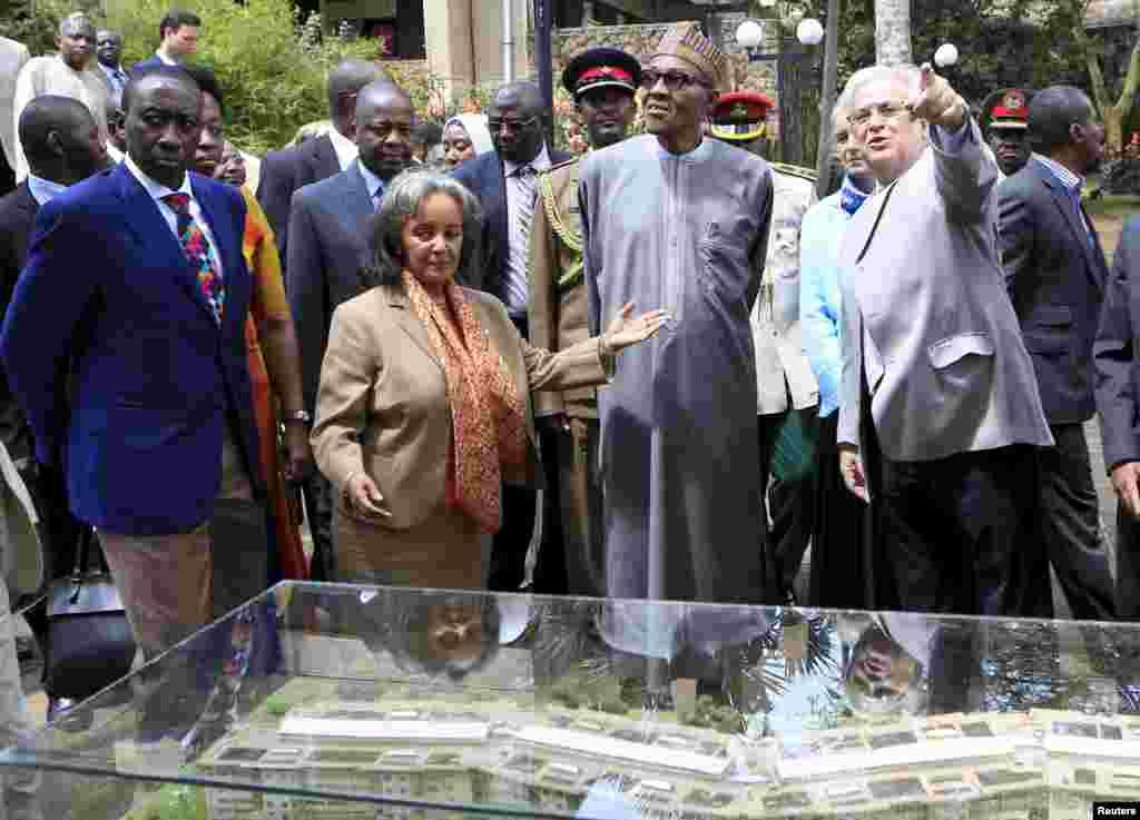 Shugaba Muhammadu Buhari tare da Darakta-Janar din Majalissar Dinkin Duniya Sahle-Work Zewde da babban Daraktan muhalli na Majalissar Dinkin Duniya, Joan Clos a birnin Nairobi.