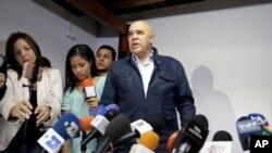 Jesus Torrealba, secretario de la coalición de partidios de oposición MUD, respondió a la decisión del gobierno de suspender la recolección del 20% de firmas para el referendo revocatorio contra el presidente Nicolás Maduro. Oct.21, 2016.