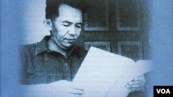 Tan Malaka dalam salah satu buku karya Harry A. Poeze. (VOA/Andylala Waluyo)