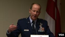 美國國防部負責亞太軍事事務的副主任、空軍准將戴維•史迪威。(美國之音黎堡拍攝)
