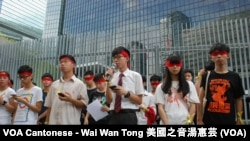 約30名學民思潮成員召開記者會,公佈中學生9月26日罷課一日,爭取公民提名普選特首