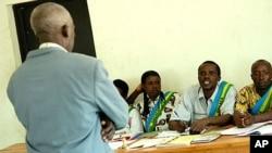 Kikao cha mahakama ya kijadi Gacaca iliyokua na jukumu la kuwahukumu walohusika na mauwaji ya halaiki ya 1994, Rwanda (Archives)