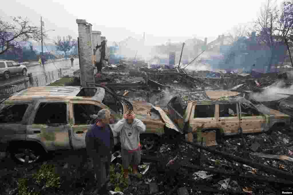 بقایای خانه های سوخته در حریق- نیویورک