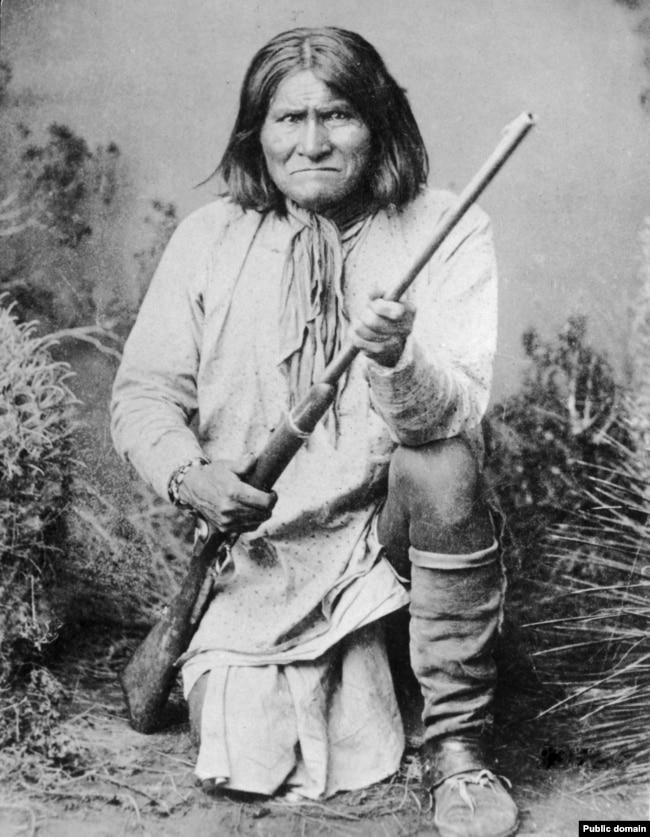 Geronimo, Chiricahua Apache leader, posing for photographer Frank A. Rinehart in1898.