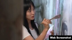 탈북민을 주인공으로 한 영화 '설지'의 한 장면. 주인공 설지 역의 배우 다나가 벽화를 그리는 장면이다.
