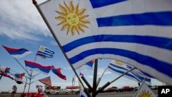 Con diferentes actos celebran en Uruguay el Día de la Independencia.