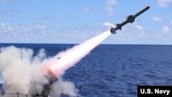 Tên lửa dẫn đường USS Antietam (CG 54) lớp Ticonderoga của Mỹ hoạt động trong khu vực Ấn Độ Dương - Thái Bình Dương. Tên lửa, pháo và hệ thống cảm biến là những vũ khí Hoa Kỳ vừa quyết định bán cho Đài Loan.