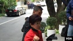 台灣立法院副院長洪秀柱將啟程前往中國,展開登陸輔選行程。(美國之音李逸華拍攝)