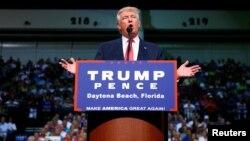 Donald Trump berpidato pada kampanye di Ocean Center, di kota Daytona Beach, Florida (3/8).