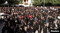 Les avocats manifestent devant la Cour de Justice dans les rues de Tunis, le 6 decembre 2016.