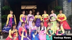 북한 종업원 등 13명이 집단 탈출한 것으로 추정되는 중국 내 북한식당(류경식당)에서 북한 여종업원들이 근무할 당시 모습.