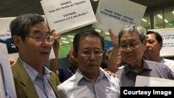 Ông Phạm Minh Hoàng tại sân bay ở Paris hôm 25/6.