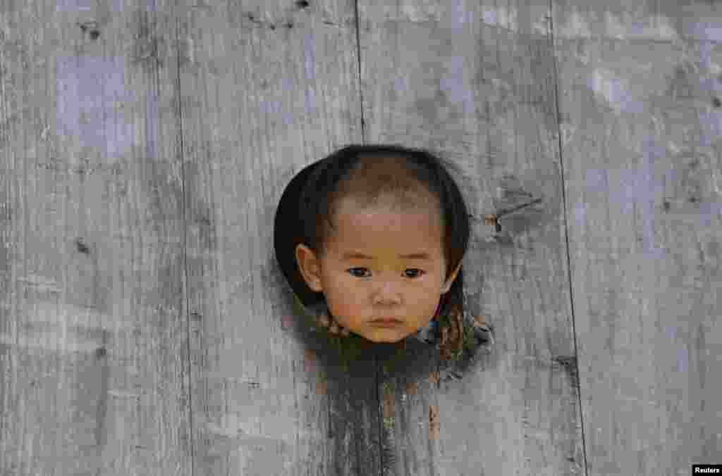 چین کا گاؤں باشا لگ بھگ 2200 نفوس پر مشتمل قدیم میاؤ نسل سے تعلق رکھنے والوں کا علاقہ ہے۔