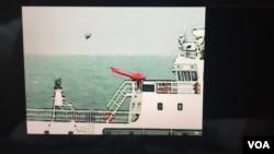 日本海上保安厅公开5月18日在钓鱼岛附近海域拍摄到中国海警船放飞疑似小型无人机的录像(截图)