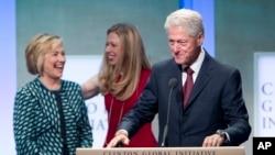 Хиллари Клинтон, Билл Клинтон и их дочь Челси (архивное фото)