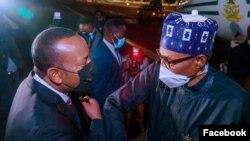 Buhari, dama da Ahmed hagu (Facebook/Femi Adesina)