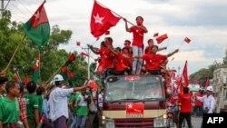 USDP ပါတီ နဲ႔ NLD ပါတီႀကီးႏွစ္ခု ေရြးေကာက္ပဲြ စည္းရံုးေရး ဆင္းေနစဥ္ (၂၀၂၀၊ စက္တင္ဘာလ ၁၉ ရက္ေန႔)