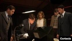 Adegan film 'The Imitation Game', yang terfokus pada ahli matematika Alan Turing yang dihukum karena preferensi seksualnya meski ia berjasa pada negara.