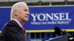 El vicepresidente estadounidense Joe Biden habla en la Universidad de Yonsei, en Seúl.