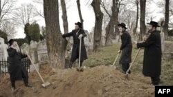 Rumıniyada Holokost qurbanları üçün dəfn mərasimi keçirilib