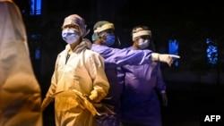 quarantine စင္တာမွ ဆရာ၀န္မ်ား (Photo by Ye Aung THU / AFP)