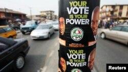 ປ້າຍໂຄສະນາຫາສຽງຢູ່ຕາມທາງ ໃນວັນສຸດທ້າຍຂອງການຈົດຊື່ລົງທະບຽນເພື່ອເລືອກຕັ້ງ ໃນນະຄອນ Lagos ຊຶ່ງເປັນນະຄອນຫລວງດ້ານການຄ້າຂອງ ໄນຈີເຣຍ ໃນວັນທີ 5 ກຸມພາ 2011.