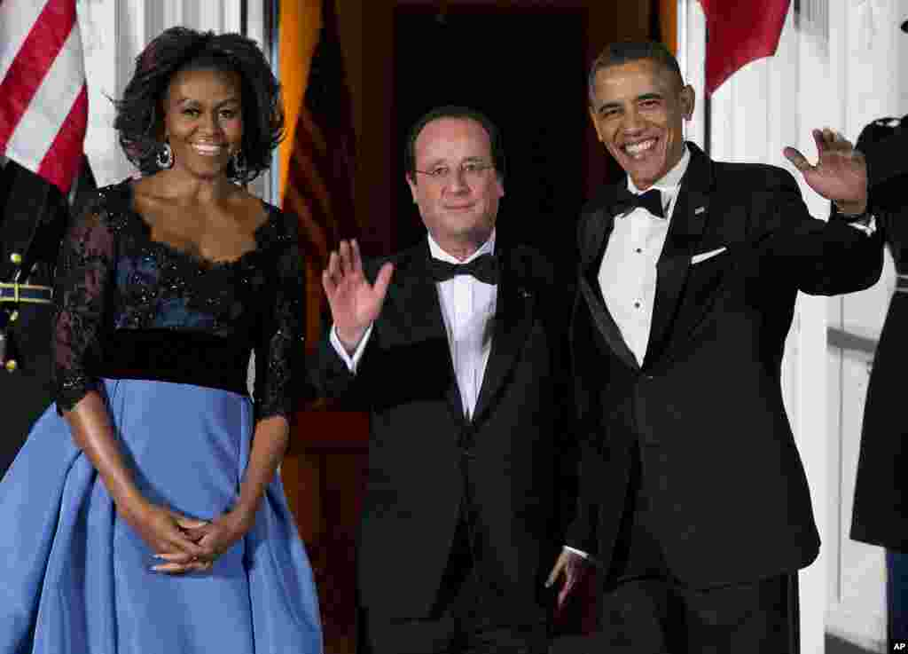 First lady Michelle Obama and President Barack Obama welcome French President François Hollande for a State Dinner at the White House, Feb. 11, 2014.