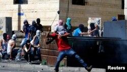 7月2日在耶路撒冷郊外一个阿拉伯人居住区巴勒斯坦人与以色列警察发生冲突
