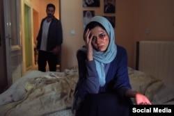 ماهور الوند و میلاد کی مرام در صحنه ای از فیلم