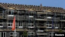 Federal Housing Finance Agency, Lembaga Pemerintah Amerika untuk Pembiayaan Rumah, disingkat FHFA, hari Selasa (22/12) mengatakan harga rumah di Amerika naik 0,5 persen bulan Oktober. (Foto: ilustrasi)
