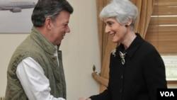 La subsecretaria Wendy Sherman se reunió con el presidente Juan Manuel Santos en el aeropuerto militar de Catam.