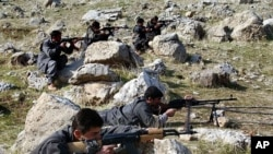 Recruits of PJAK, the Party for a Free Life in Kurdistan, a splinter group of the PKK, the Kurdistan Workers Party, take defensive positions near the PJAK training camp in the Kandil mountain range, northern Iraq (File)