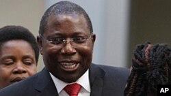 VaElton Mangoma vadzingwa mubato reMDC vachipomerwa mhosva dzino sanganisira kuzvidza VaTsvangirai