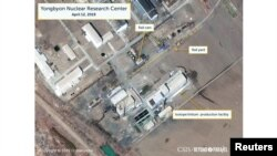 미국 전략국제문제연구소(CSIS)가 12일 상업 인공위성이 촬영한 북한 영변 핵시설 모습을 공개했다. 사진에는 방사성 물질을 이동하거나 재처리하는 것으로 의심되는 움직임이 포착됐다.