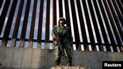 México dijo el viernes 6 de septiembre de 2019 que redujo en un 56% el flujo de migrantes indocumentados hacia la frontera con EE.UU. entre junio y agosto, como parte de un plan migratorio firmado con Washington que será revisado la próxima semana por ambos países.