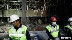 Gedung kantor pusat perusahaan minyak negara Meksiko (PEMEX) terlihat hancur pasca ledakan tanggal 1 Februari 2013 (Foto: dok). Penyelidik mengungkapkan bahwa percikan api listrik memicu ledakan akumulasi gas metana di lantai bawah tanah gedung tersebut.
