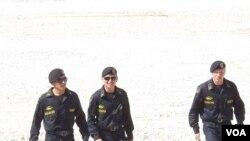 不久前俄羅斯坦克大賽中的哈薩克坦克兵。 (美國之音白樺拍攝)